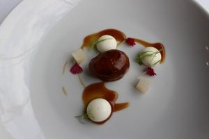 Castañeta de cerdo ibérico, bombón de Idiazabal y nabo encurtido - Iberian pork